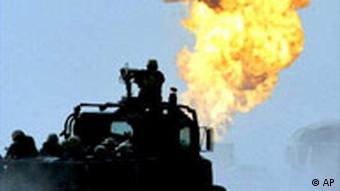 Brennende Ölfelder im Südirak