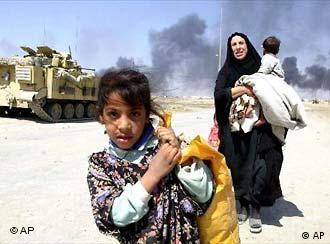 Flüchtlinge aus Basra mit ihren Habseligkeiten (2003)
