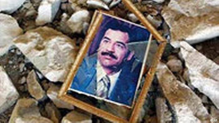 Saddam Hussein Porträt in Basra (AP)