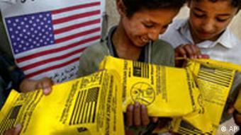 Iraqi children with US food aid