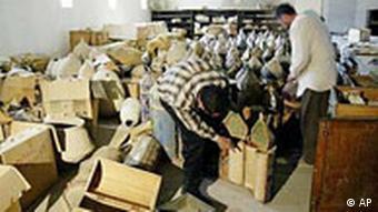 نیروهای آمریکایی در بدو ورود شاهد سرقت آثار موزه بوده و اقدامی نکردهاند