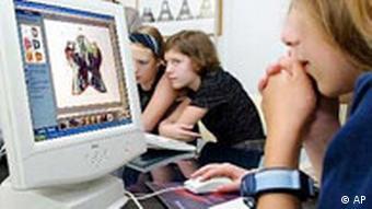 Girls Day Schülerinnen vor dem Computer
