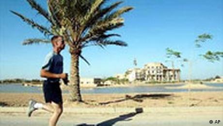 Jogger in Bagdad (AP)