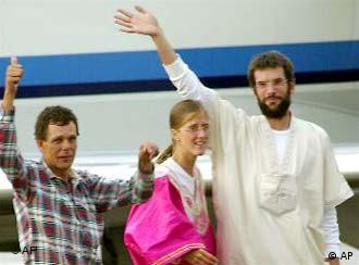 14 мая 2003: освобождение первых заложников.