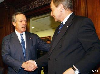 Secretário de Comércio dos EUA, Donald Evans, e ministro alemão da Economia, Wolfgang Clement, em Washington