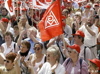 Профсоюзы сдаваться не намерены.