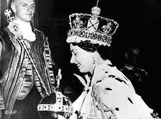 Elizabeth coroada na abadia de Westminster