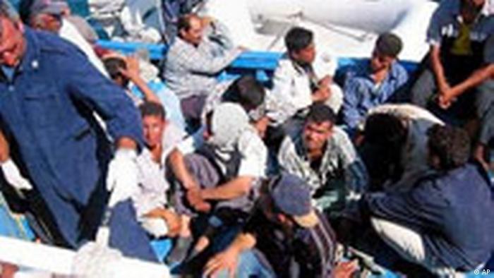 كانون الثاني/يناير 2016 شهد غرق أكثر من 30 مهاجراً في حادثتي انقلاب زورقين بشكل منفصل، وفي 26 أيار/مايو تم فقدان 20-30 شخص يعتقد أنهم لقوا حتفهم غرقاً قرب السواحل الليبية، وفي 31 أيار/مايو تم العثور على حطام إحدى السفن التي تقل مهاجرين وسط المتوسط بين شمال أفريقيا وإيطاليا، والتي تعود لأحد السفن الثلاثة التي تحطمت وأودت بحياة حوالي 1000 مهاجر، خلال أسبوع تقريباً.