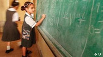 Mädchen in der Schule im Irak (Foto:AP)