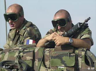 Französische Soldaten (Quelle: AP, 27.06.2003)