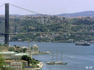 Ponte sobre o Estreito de Bósforo em Istambul