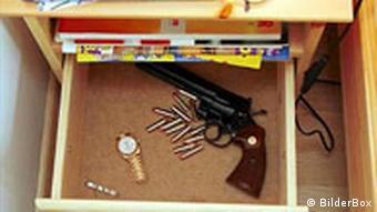 Waffe im Schlafzimmer