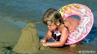 На песчанном пляже