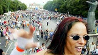 Love Parade in Berlin Raverin