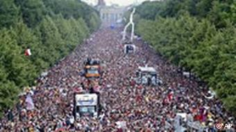 Love Parade in Berlin Straße des 17. Juni