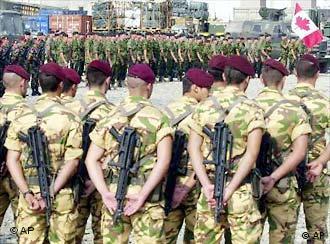 Teamwork: Rumänische, kanadische und französische Soldaten in Afghanistan