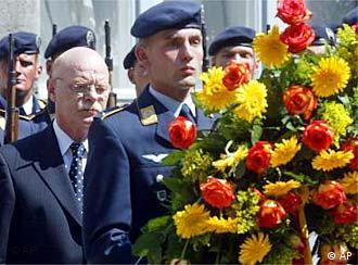 En Berlín el ministro de Defensa rinde homenaje a los golpistas del 20 de julio de 1944.