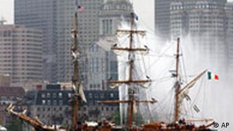 Jeanie Johnston, der Nachbau eines irischen Immigrantenschiffs aus dem 19 Jahrhundert im Hafen von Boston