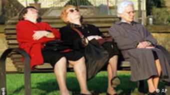 Rürup-Kommission Rentenreform Ältere Damen auf Parkbank Senioren