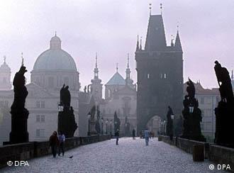Вид на Карлов мост в центре Праги
