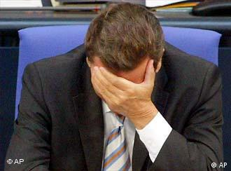 Gerhard Schröder believes that there is no reason for him to hang his head in shame