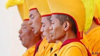 Dalai Lama zu Besuch in New York, Mönche
